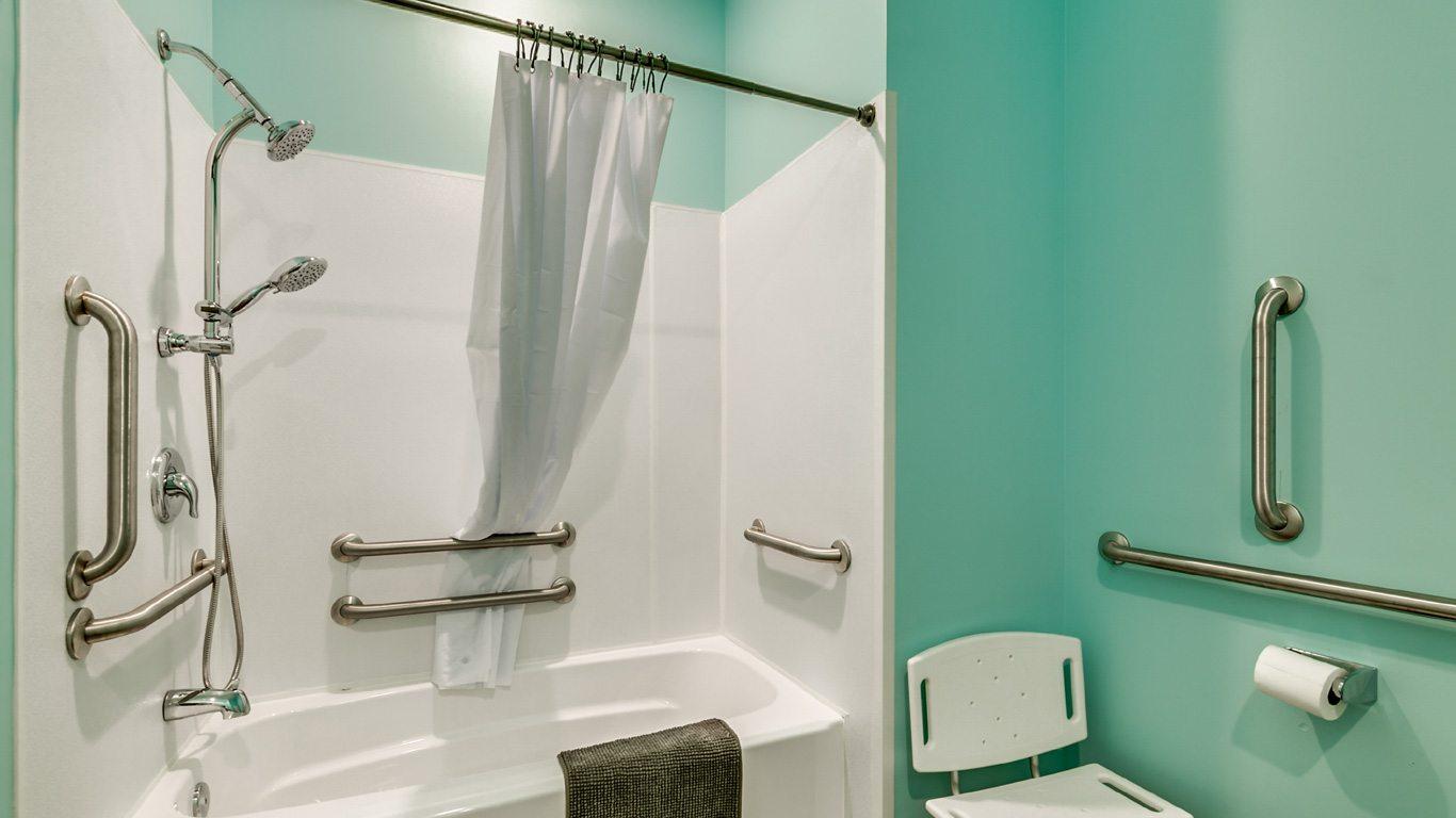 407 9th Avenue – Unit A handicapped accessible bathroom.