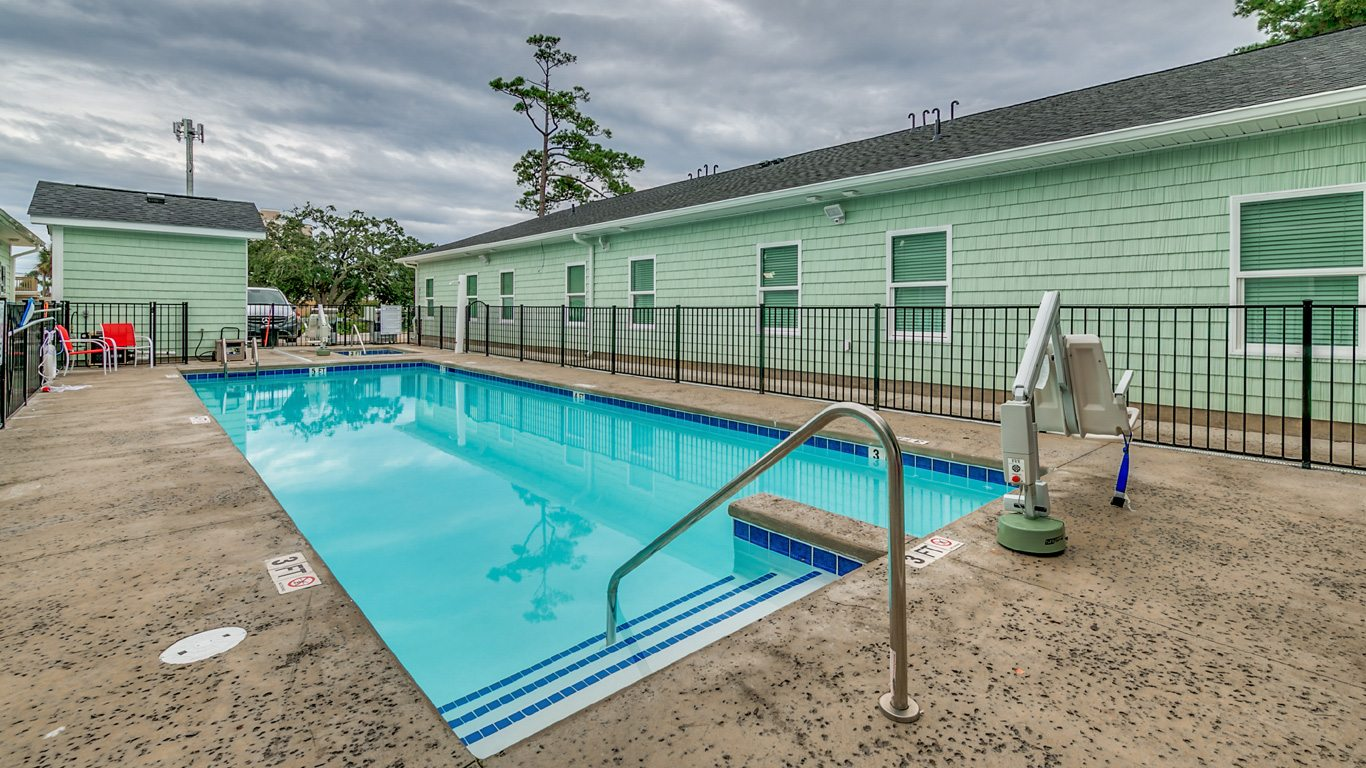 407 9th Avenue – Unit A handicapped accessible outdoor pool.