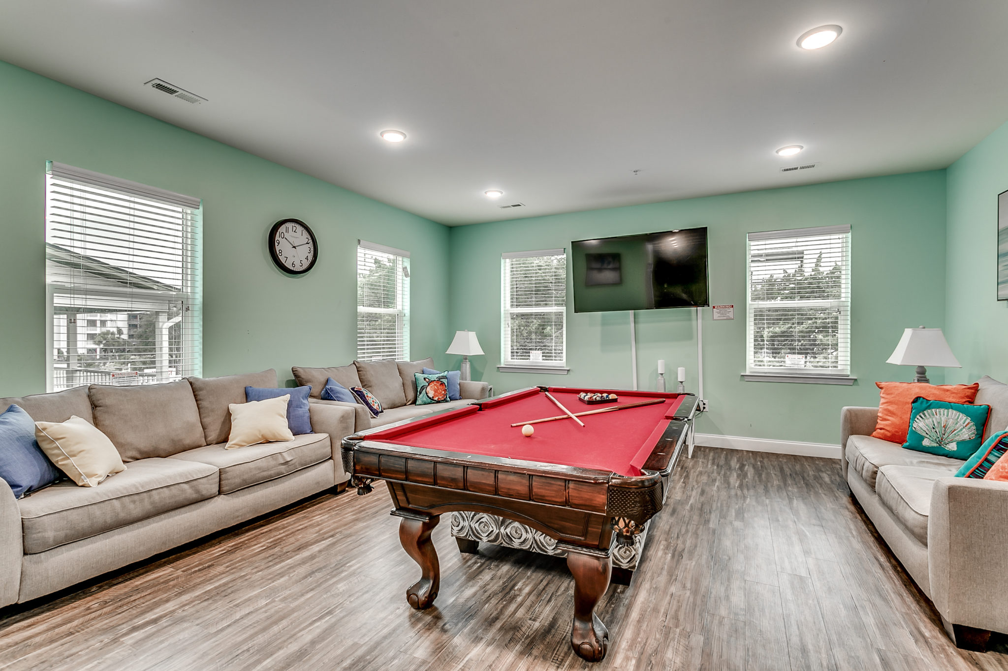 204 54th Ave - Unit B game room.