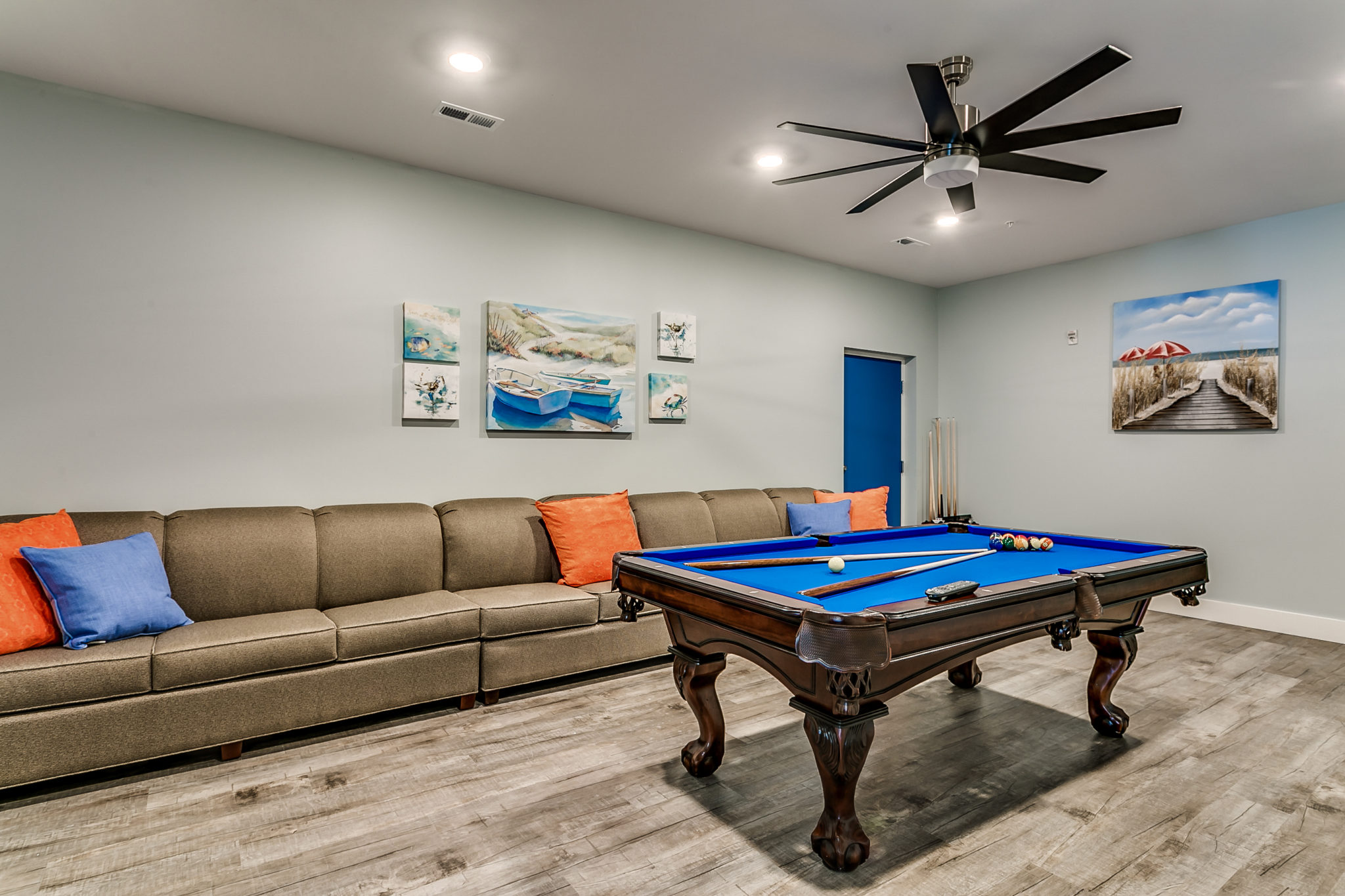 5401 Unit A game room pool table.