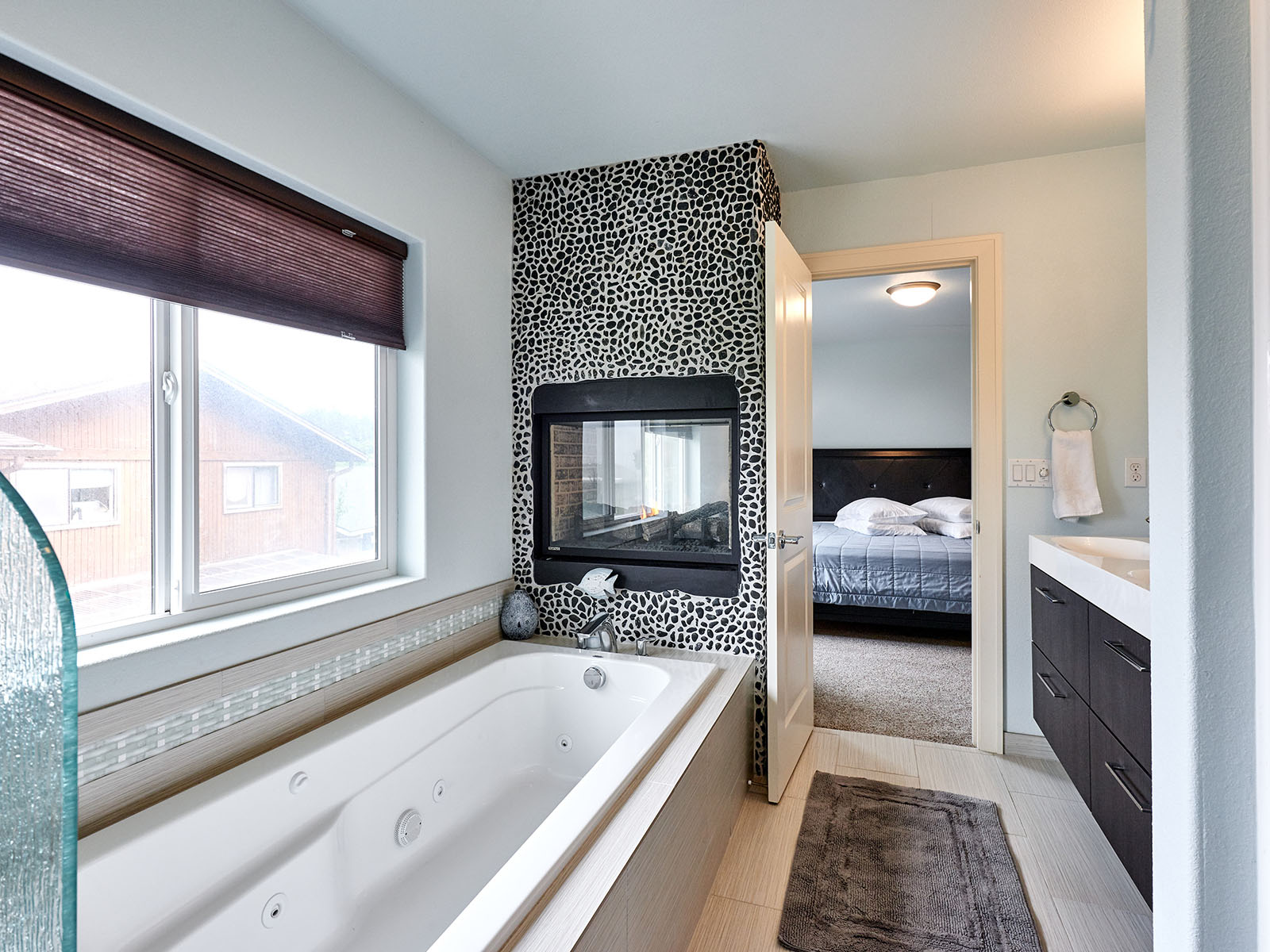 Bathtub with fireplace above